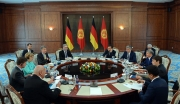 Атамбаев пригласил международных наблюдателей на суд Азимжана Аскарова