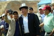 Сооронбай Жээнбеков: Кто-то гордо говорит, что он – с юга, другой – что с севера, но все должны помнить, мы – кыргызстанцы!