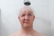 Кыргызстанцы высмеяли сограждан, которые, по данным опроса, моются раз в неделю