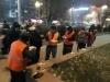 Бишкекчане угощают дворников, грузчиков и водителей мусоровозов горячим чаем