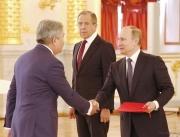 Болот Отунбаев вручил верительные грамоты Владимиру Путину