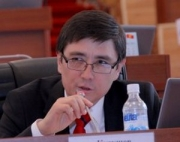 Руководитель аппарата ЖК, вопреки совету депутатов, не желает отказываться от служебного авто