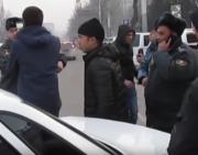 «Мусора разбили машину!» - дебоширы оскорбляли милиционеров (видео)