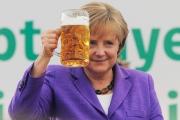 Атамбаев поздравил Меркель с Днем рождения