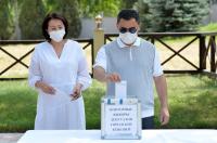Садыр Жапаров проголосовал на повторных выборах депутатов Бишкекского городского кенеша вне помещения