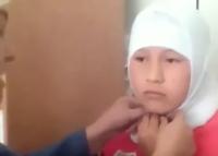 «В Алае директор школы заставляет девочку снять с головы платок» (видео)