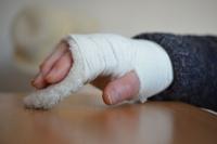 Смерть ребенка после перелома руки: Комиссия МЗ КР подведет итоги на следующей неделе
