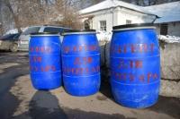 Для бишкекчан по городу расставили синие бочки с солью против гололеда