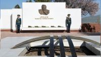 Тундук с мемориала Айтматова вернули на место