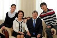 Первомайский суд разрешил выемку из комбанков документов по депозитным счетам и ячейкам семьи Алмазбека Атамбаева