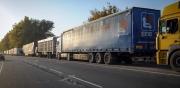 На кыргызско-казахской границе звучат призывы перекрыть дорогу