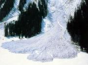 Снежные лавины заблокировали стратегическую трассу Бишкек-Ош