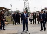 Атамбаев посетил сквер памяти Народной революции 24 марта