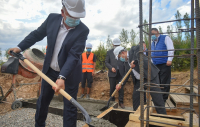 Премьер-министр заложил капсулу под строительство школы в селе Калыгул