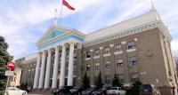 Мэрия Бишкека обеспокоена тем, что горожане не доносят мусор до урн