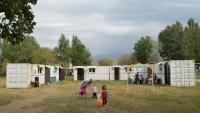 Представители омбудсмена осмотрели «контейнерную» школу в Нарыне и заключили, что она для учебы не подходит