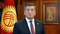 Сооронбай Жээнбеков поздравил кыргызстанцев с праздником Орозо айт
