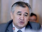 Текебаев призвал обратить внимание на окружение президента