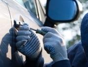 Милиционеры отдали угнанный автомобиль россиянина другим людям