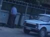 Милиционер, «облегчившийся» у мусорных баков, найден