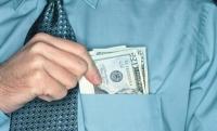 Инспектор Счетной палаты вымогал взятку у сотрудников ЦСМ