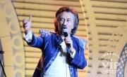 Песню Алмазбека Атамбаева спел солист группы «Ялла»