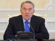 Казахстан усиленно пытается усидеть на двух стульях