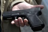 Милиционеры обнаружили дома у задержанного и изъяли пластмассовый игрушечный пистолет