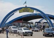 На кыргызско-казахской границе все еще наблюдается скопление граждан