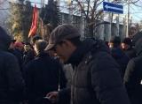 Митингующие насорили и на площади