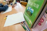В Бишкеке школьники используют учебники, в которых Жогорку Кенеш до сих пор двухпалатный