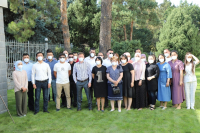 Врачам-кыргызстанцам, прибывшим на борьбу с коронавирусом из РФ, вручили награды